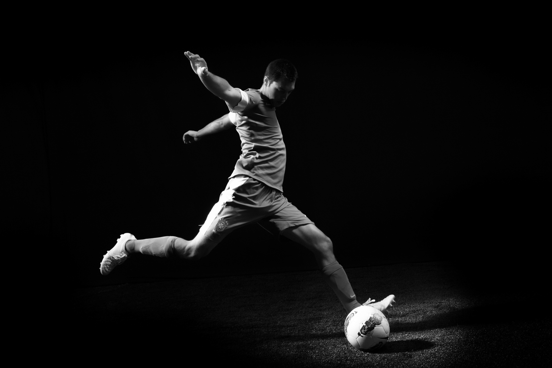 Dramatic soccer action for Nike futbol
