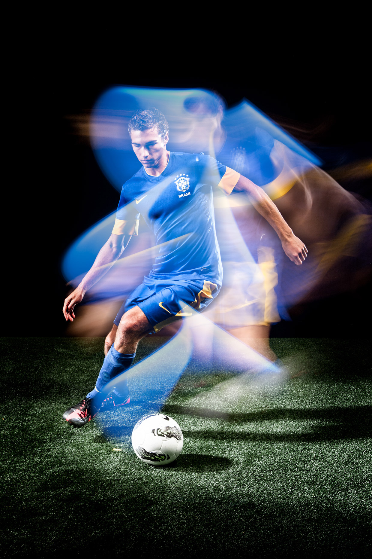 Stroboscopic lighting technique for soccer
