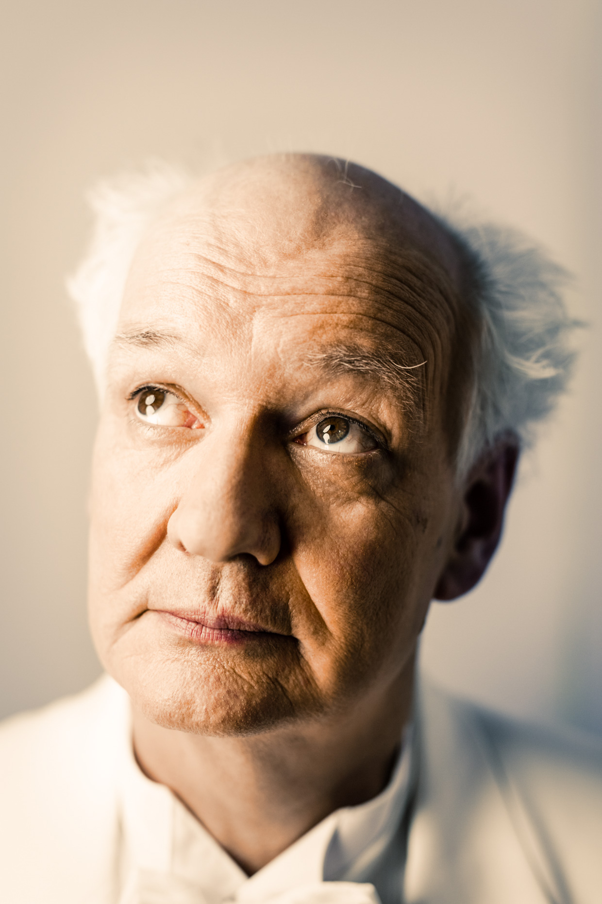 Improv comedian Colin Mochrie poses for heroic and humor portrait photographer Andy Batt