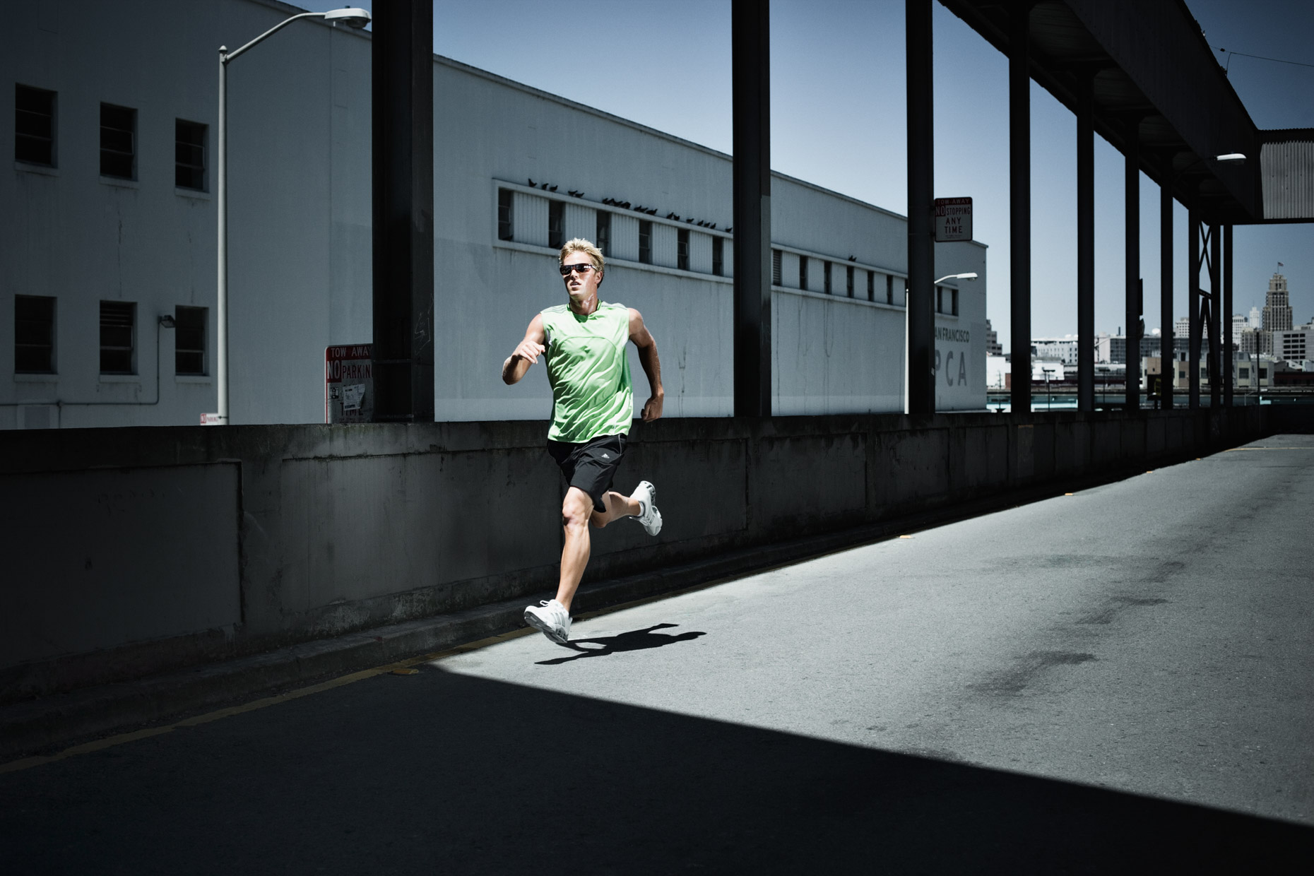 Urban running in San Francisco by dramatic sport photographer Andy Batt